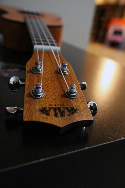how to tune a ukulele with a guitar tuner